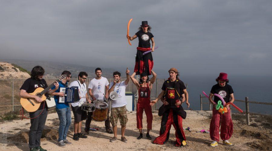 """Pallasos en Rebeldía y el Festival Esperanzah! llevan risa y música  como ariete contra la """"valla de la vergüenza"""" en Melilla"""
